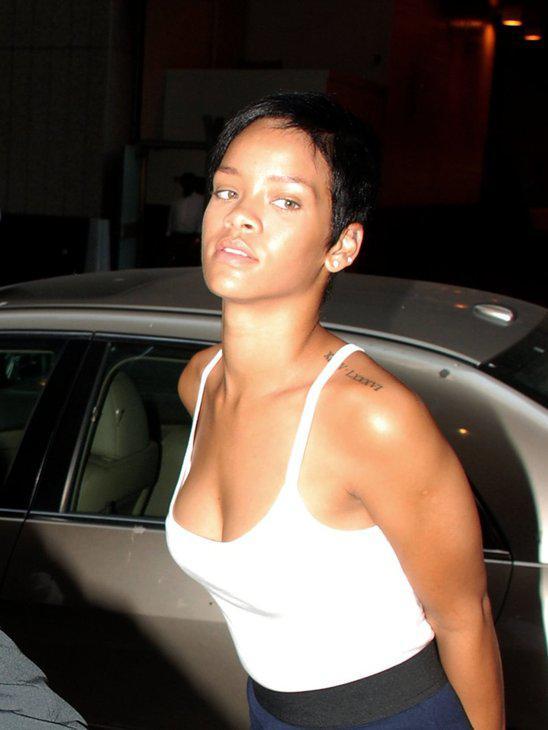 Rihanna manuprāt nav slikti... Autors: kakate Slavenības bez make up.