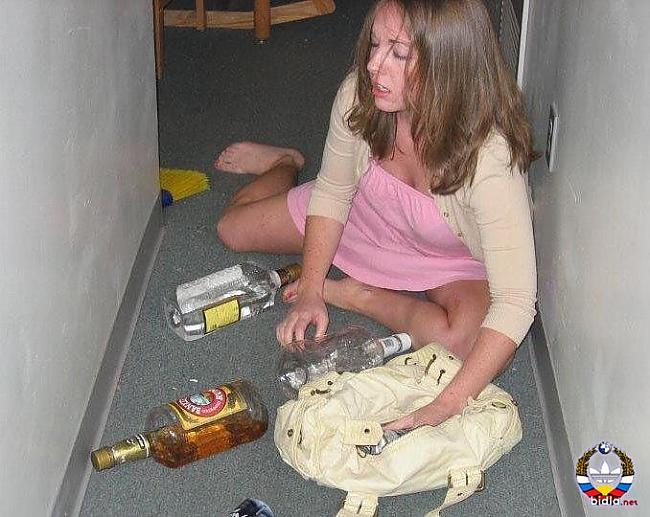 пьяные девушки после гулянки уже припекло