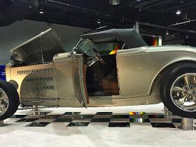 "1932 Ford ""Deuce Flyer"" 500hp V8 Roadster​a​​ tapšana."